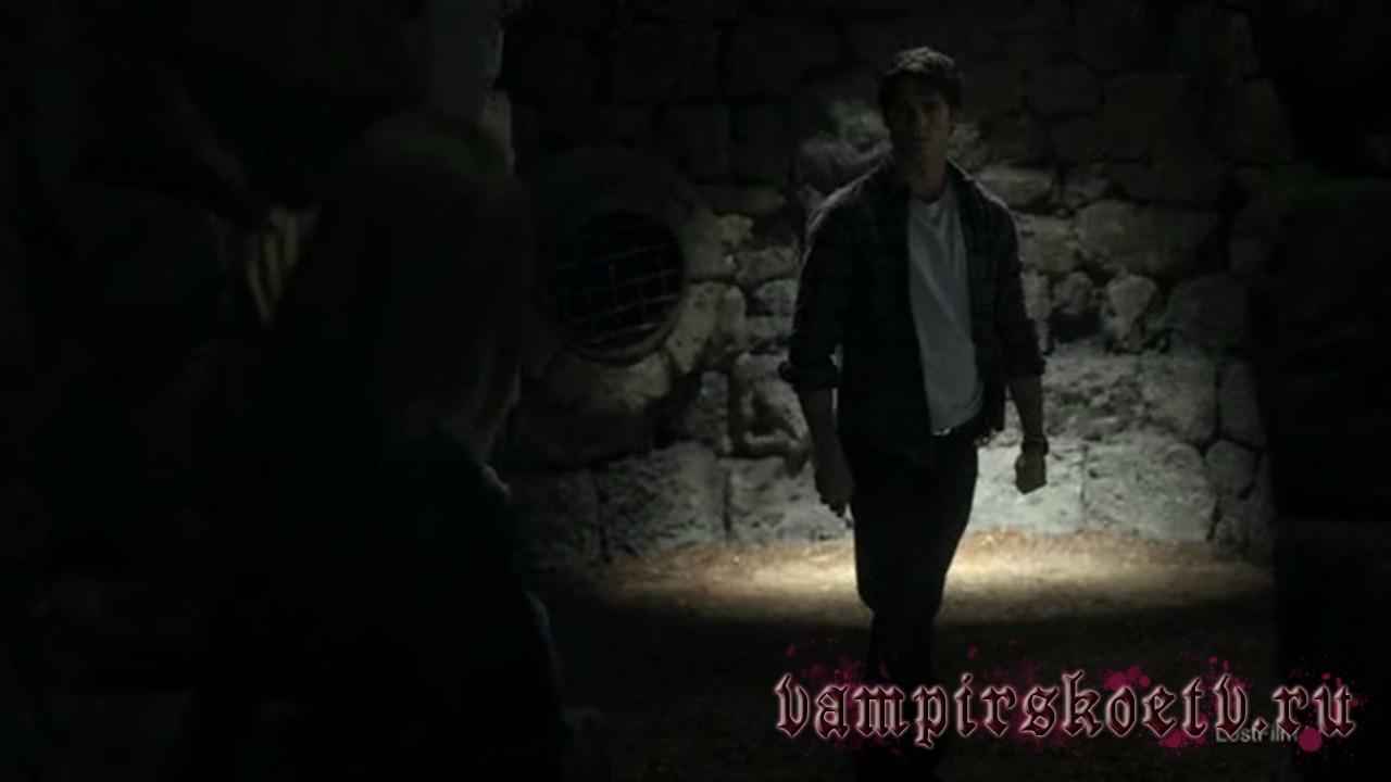 дневники вампира 2 сезон 10 серия-4